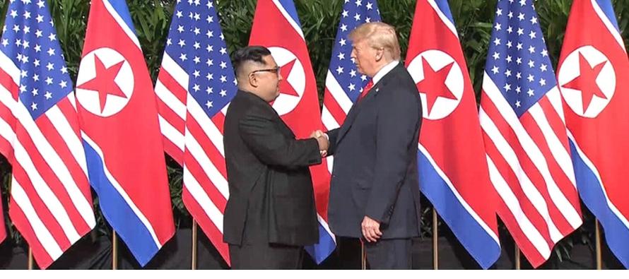 Ambos líderes se encuentran sonrientes y comparten horas de negociaciones que derivan en un...