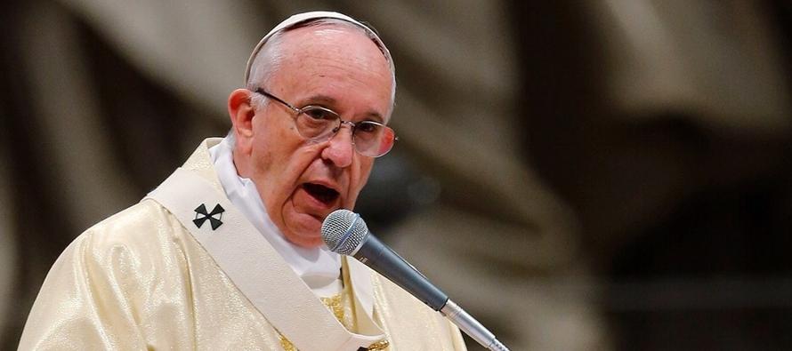 """El papa argentino afirmó que """"los pobres no necesitan un acto de delegación,..."""