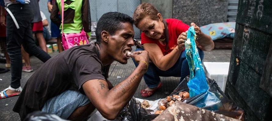 El hambre se ha mostrado sin disimulo en el país petrolero y ver a una o varias personas...