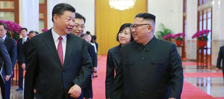 Ambos dirigentes compartieron un té en el complejo residencial de Diaoyutai, en el oeste de...