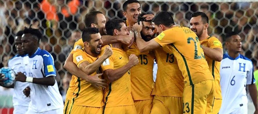 Australia, segundo equipo que marca tres goles seguidos de penalti