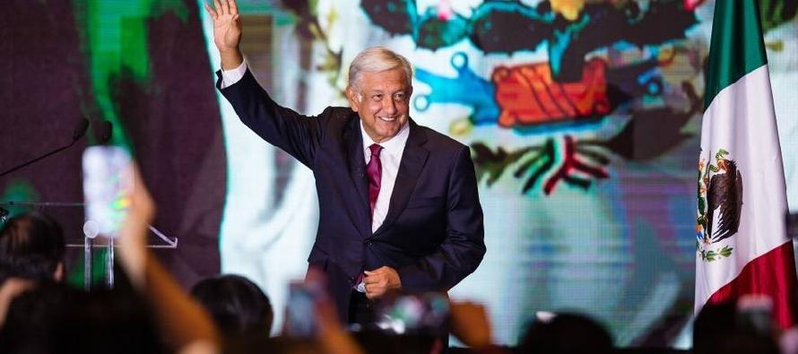 López Obrador llega al poder pacíficamente a través del voto en una gran...