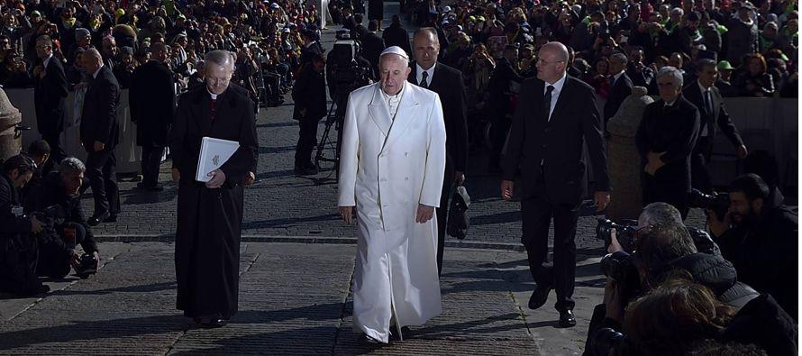 El ala ultra entra a matar. Considera que Bergoglio, de 81 años, no ha actuado hasta ahora...