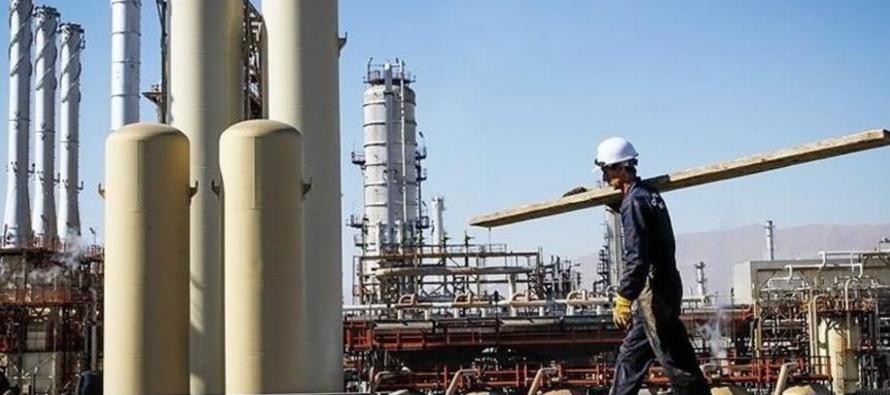 Por tipo de combustible, el informe de BP indica que, en 2017, el petróleo continuó...