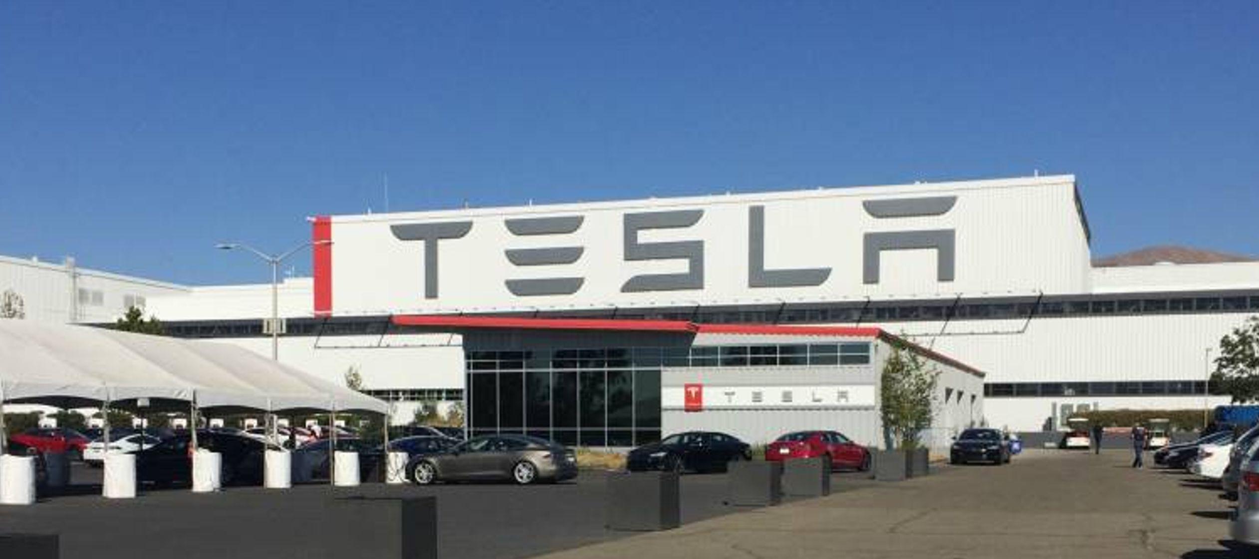 Un portavoz de Tesla confirmó a Efe que la construcción de la planta, denominada...