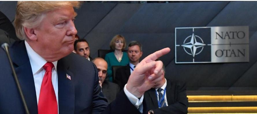 Trump dijo al secretario general de la OTAN, Jens Stoltenberg, que Alemania se equivocaba al apoyar...
