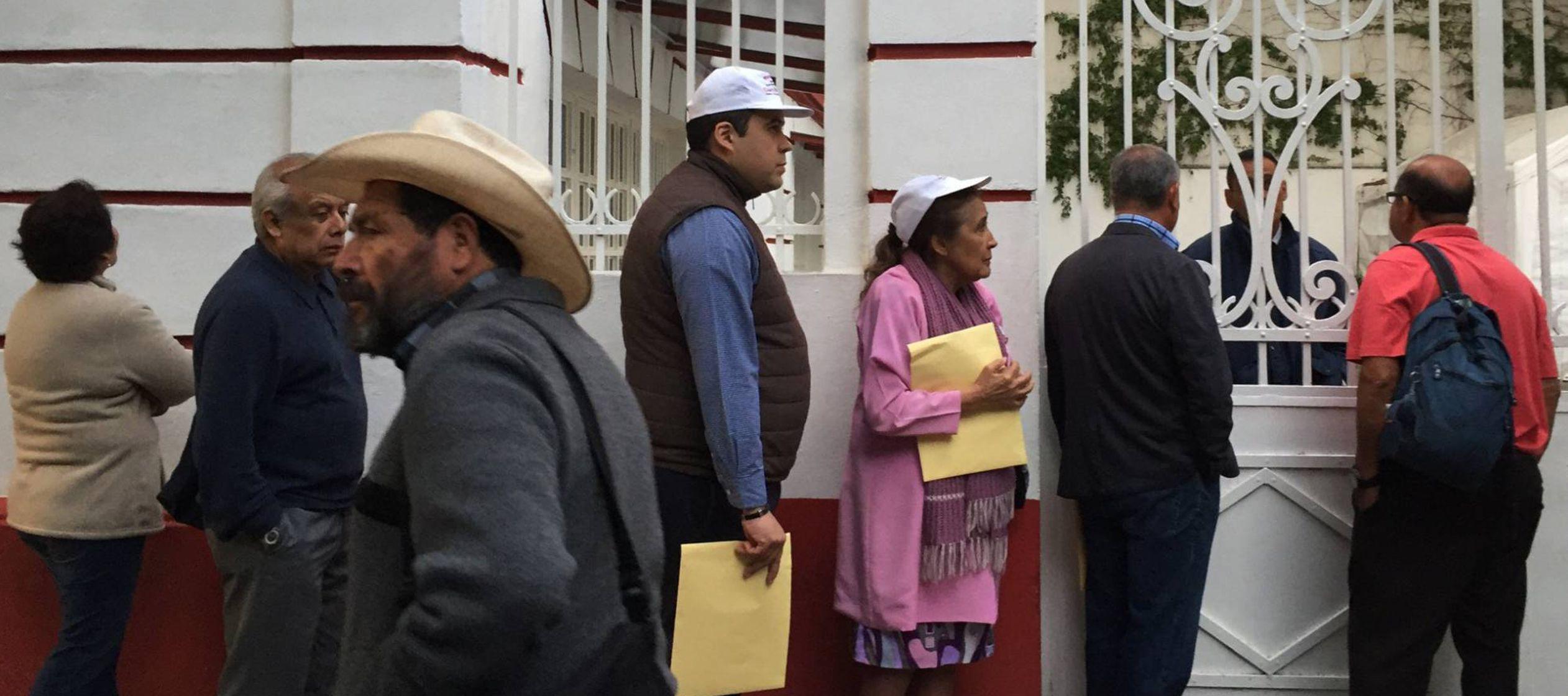El futuro presidente de México ha insistido en que no quiere seguridad oficial y en la acera...