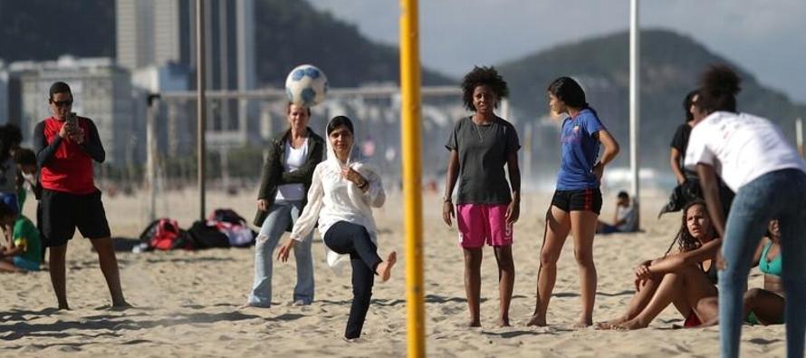 Yousafzai, conocida ampliamente por su nombre de pila, visitaba Río de Janeiro para lanzar...