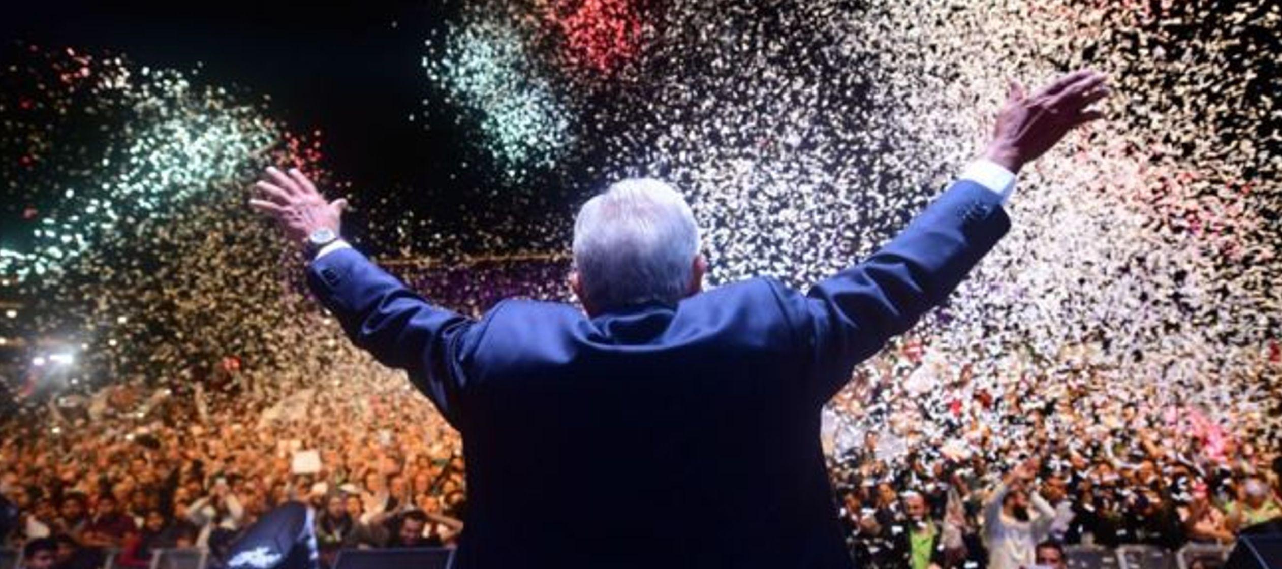 Con la victoria de López Obrador, que cosechó más de 53 % de los votos, es la...