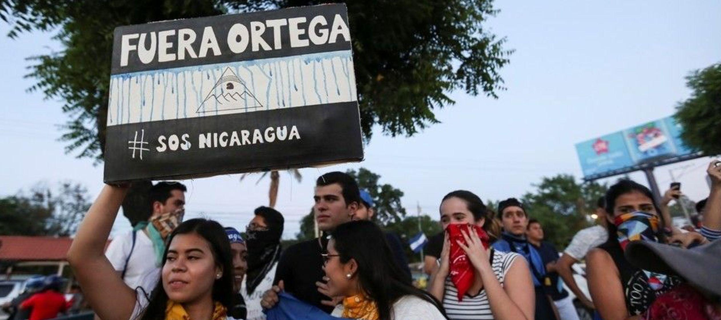 La marcha se inició en la Rotonda Cristo Rey, cerca del centro de la capital...