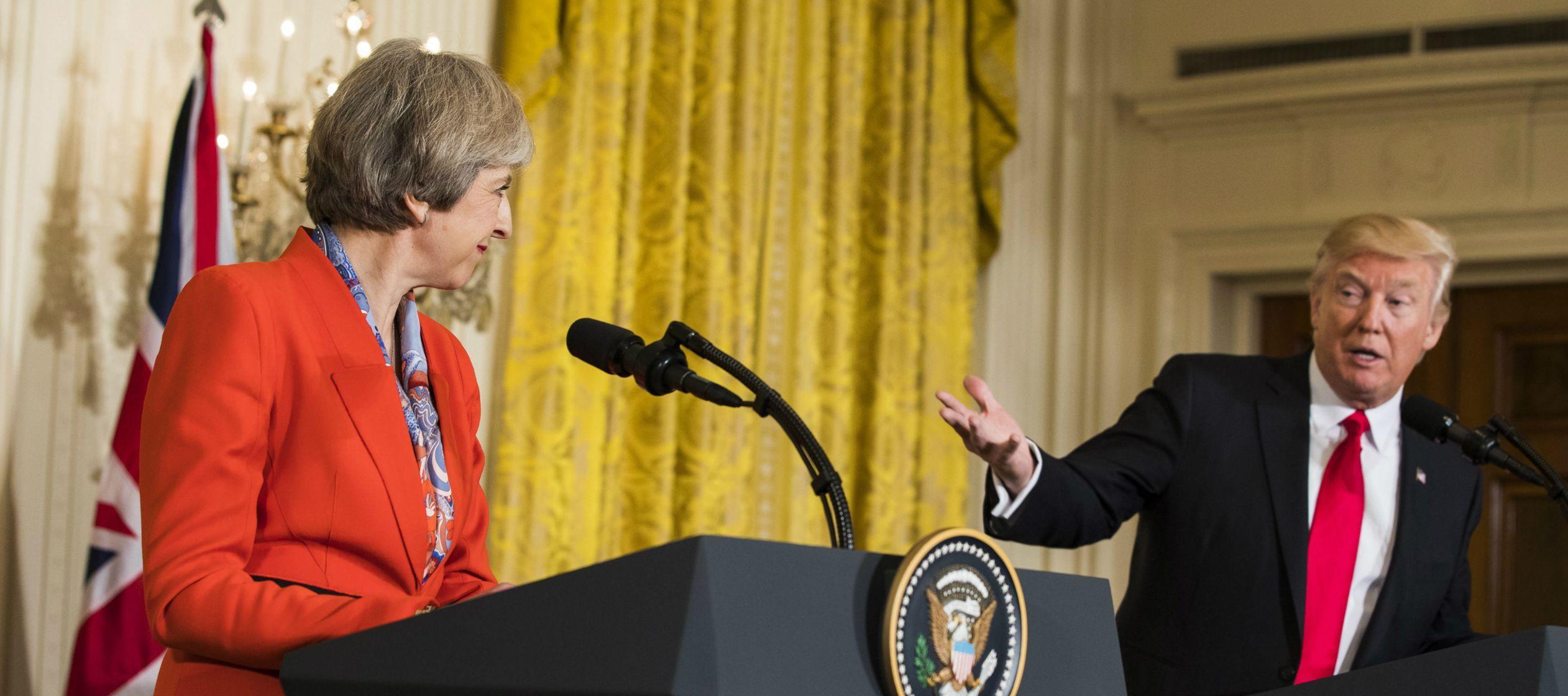 May abogó esta noche por un acuerdo de libre comercio con Estados Unidos en una cena...