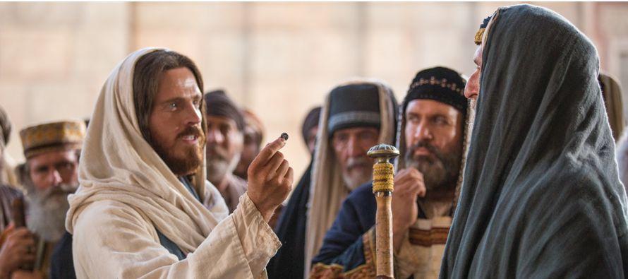 En aquel tiempo, Jesús cruzaba por los sembrados un sábado. Y sus discípulos...