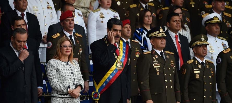 Maduro se ha esforzado mucho para cortejar a aquellos que podrían derrocarlo, como el...