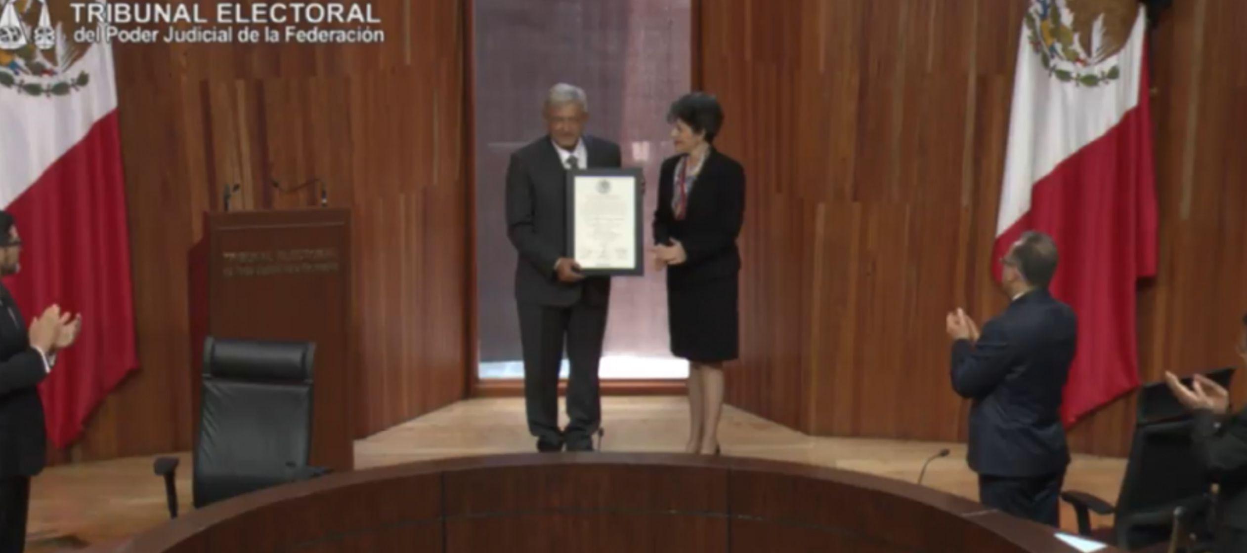 López Obrador, quien asumirá la Presidencia el próximo 1 de diciembre, fue...