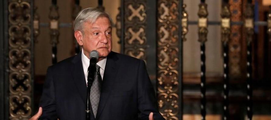 Tras una reunión en el Palacio Nacional con el mandatario saliente, Enrique Peña...