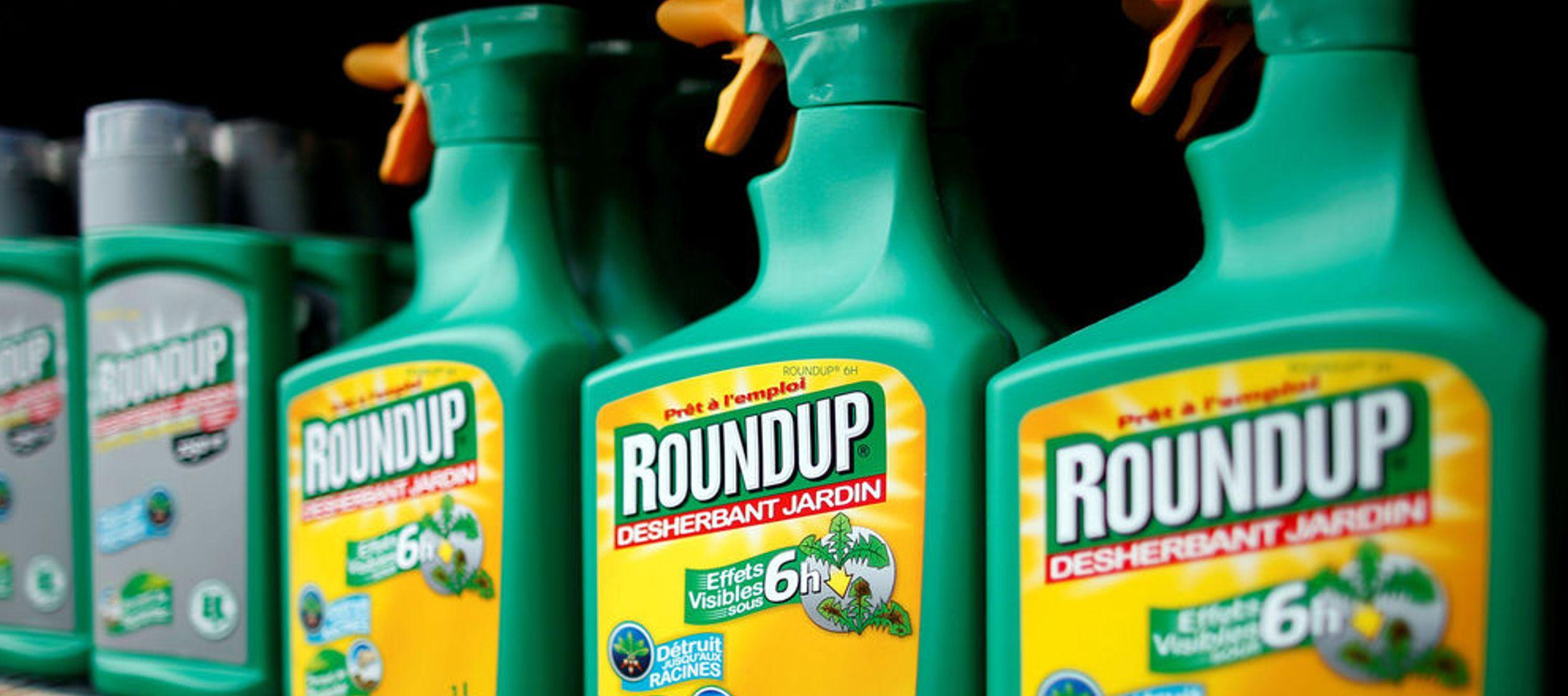 El hombre en cuestión, Dewayne Johnson, sostiene que utilizó el herbicida Roundup de...