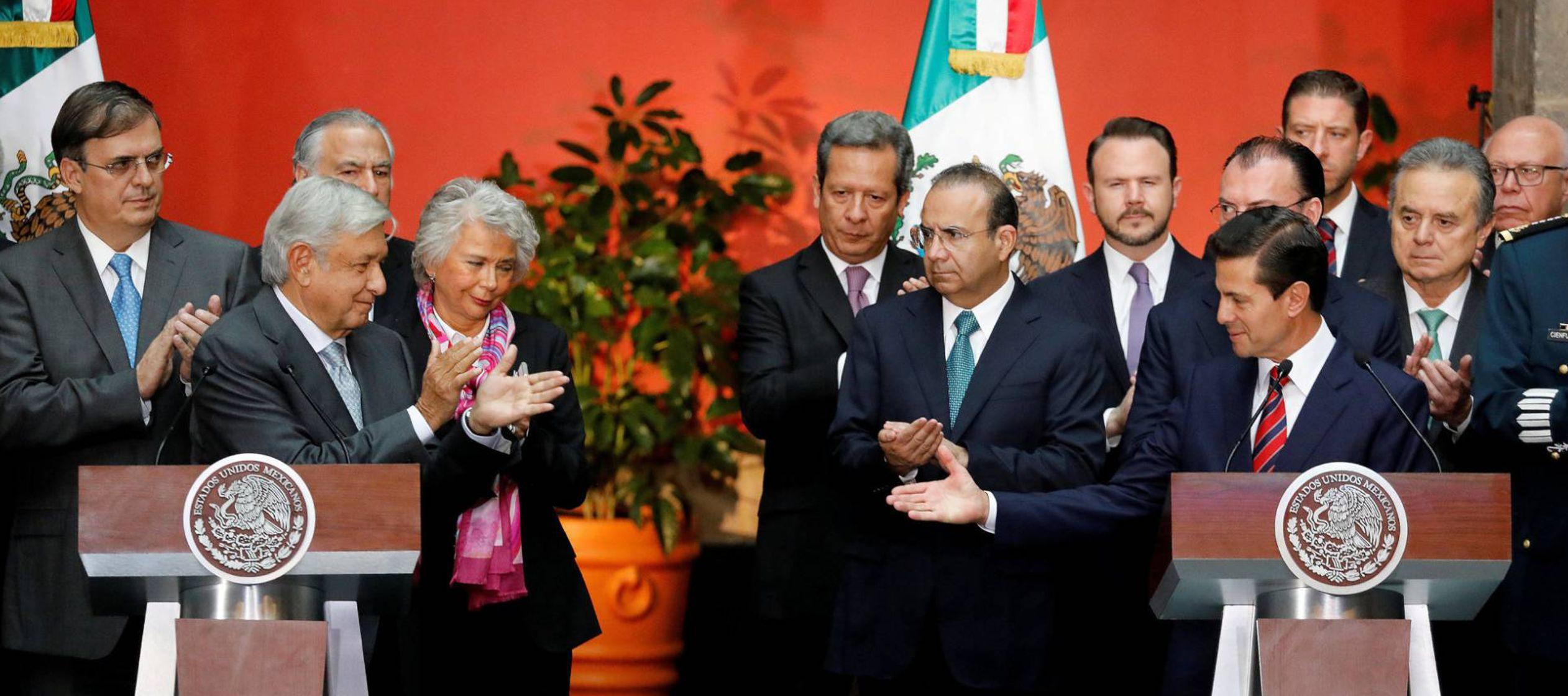López Obrador insiste ante Peña Nieto en que cancelará la reforma educativa