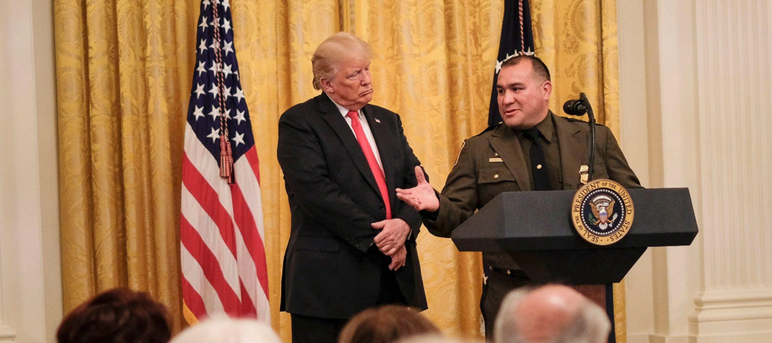 Habla inglés perfecto': el comentario racial de Trump a un agente fronterizo