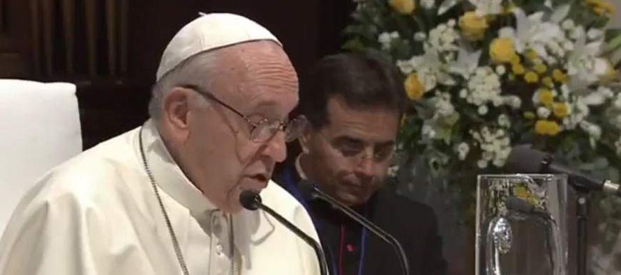 Inesperadamente, el papa antes de que iniciase la ceremonia leyó un mensaje en el que...