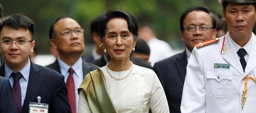 Suu Kyi, un icono durante años de la lucha por la democracia en su país que le...