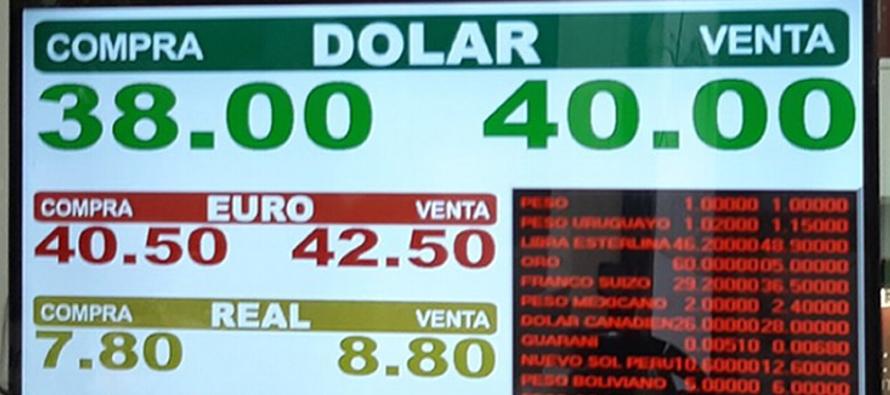 Con el alza de la tasa el gobierno busca disminuir la demanda de dólares, que dos horas...