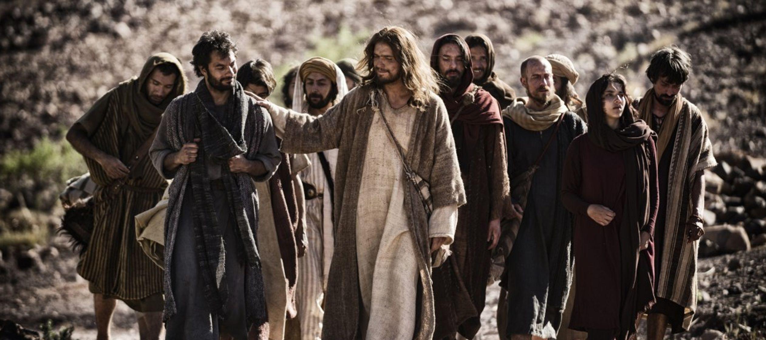 No es difícil acercarse a Jesús porque habla al aire libre, abiertamente, se agolpan...