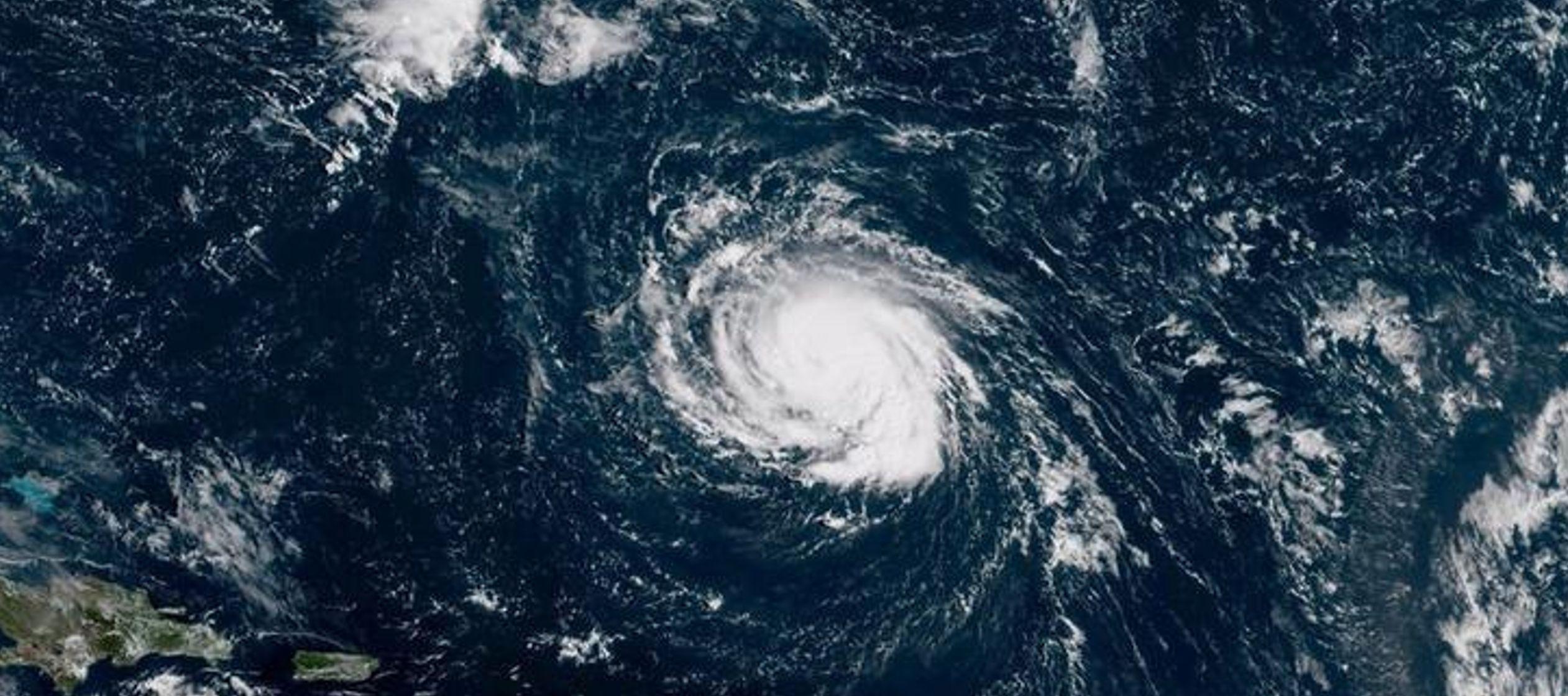 Más de un millón de habitantes recibieron órdenes de evacuar las costas de las...