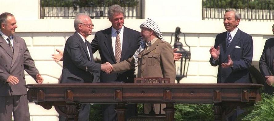 Ayer se cumplieron 25 años de la firma en los jardines de la Casa Blanca de los Acuerdos de...