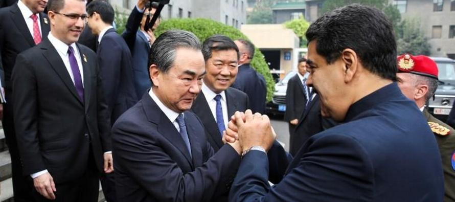 Maduro acudió a China en una visita de cuatro días para discutir acuerdos...