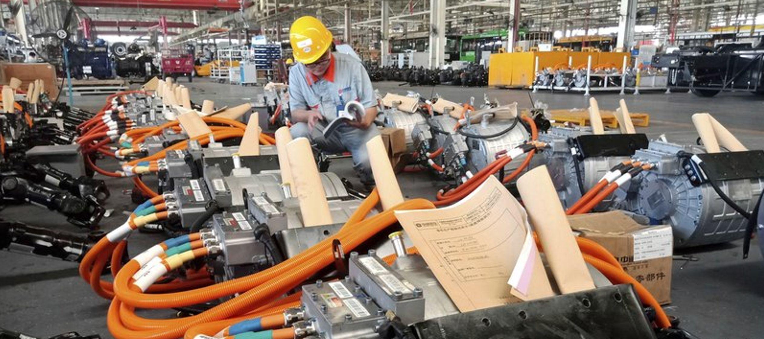 El Ministerio de Finanzas de China dijo que el aumento de aranceles es para frenar la...