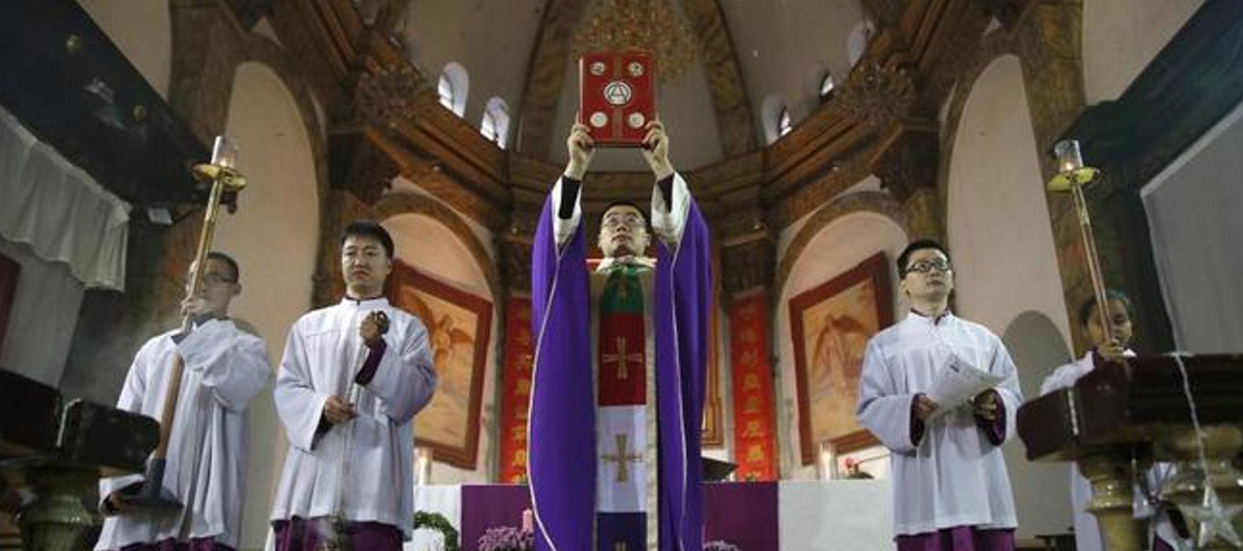 Además, por primera vez, dos obispos chinos han sido autorizados a participar en el...