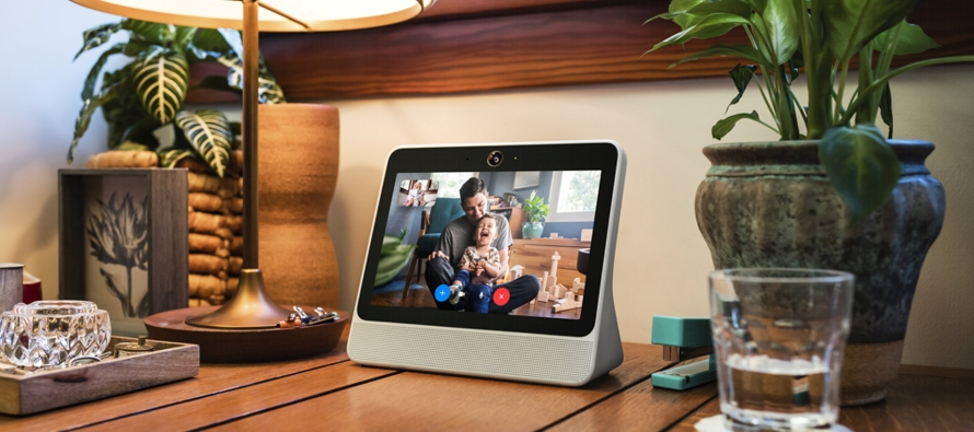 El aparato, denominado Portal, está disponible en versiones de 199 y 349 dólares y su...