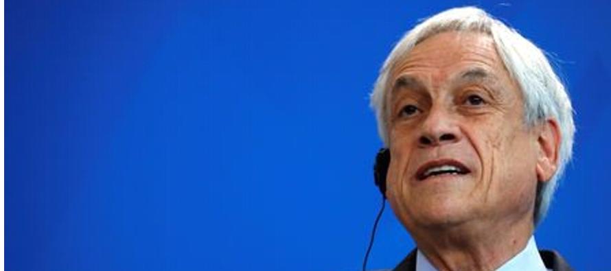 Durante una visita oficial a Alemania, Piñera respondió a una carta enviada por...