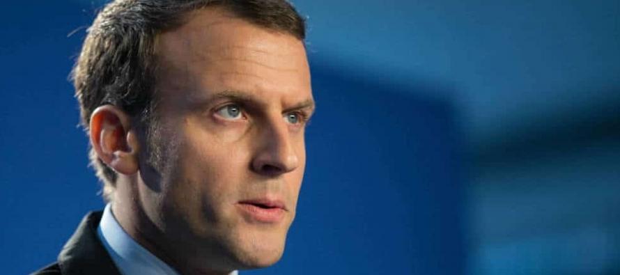 Macron y su primer ministro han estado sopesando la reorganización tras la salida de tres...