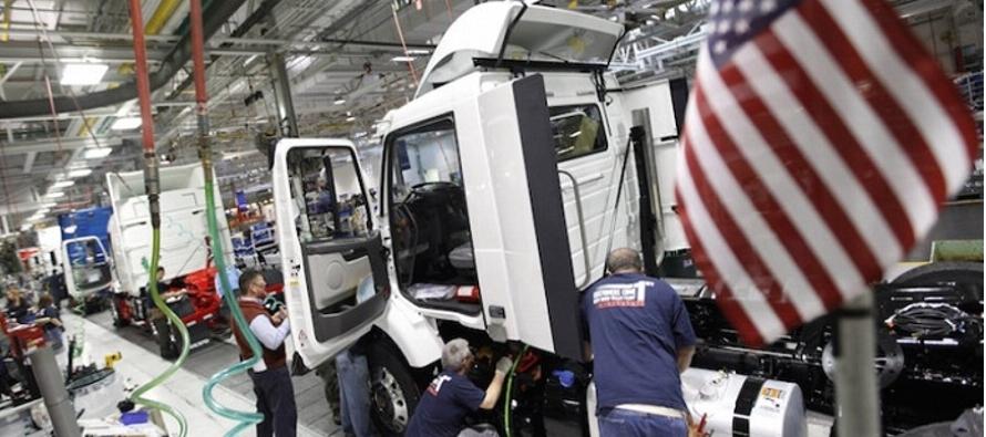 Un alza en los precios de servicios contrarrestó una leve caída en los costos de los...