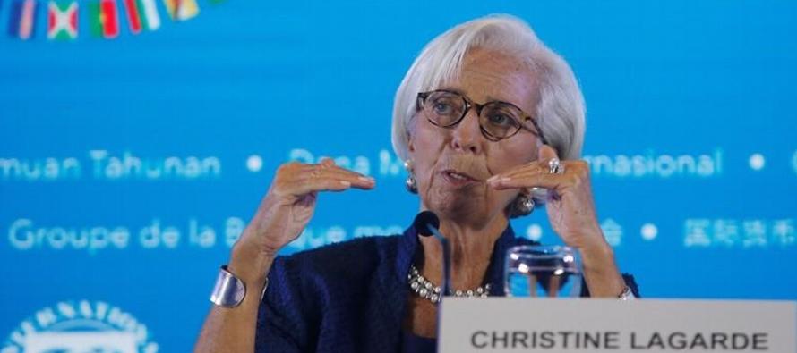 """Lagarde instó a los países a """"reducir la escalada"""" de las fricciones..."""