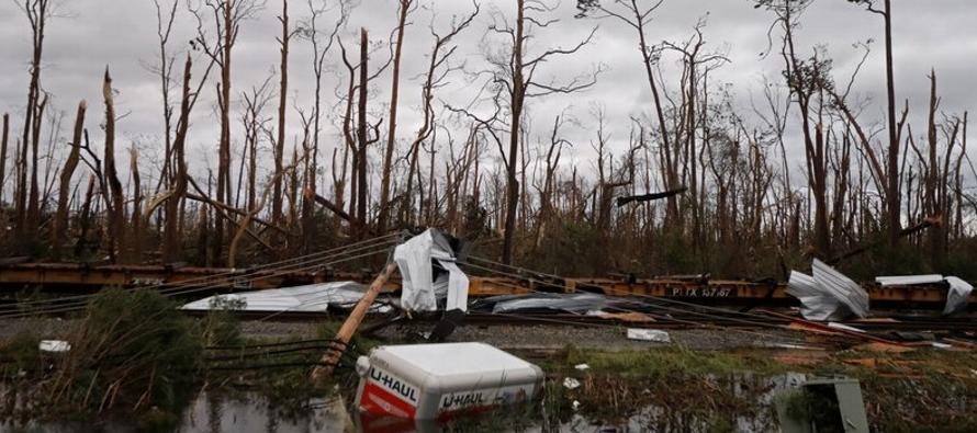 Se atribuyeron al menos dos muertes al debilitado Michael, que aunque reducido a tormenta tropical...