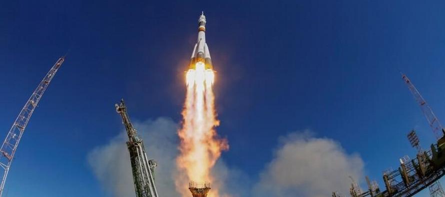 El cosmonauta estadounidense Nick Hague y su compañero ruso Alexei Ovchinin aterrizaron sin...