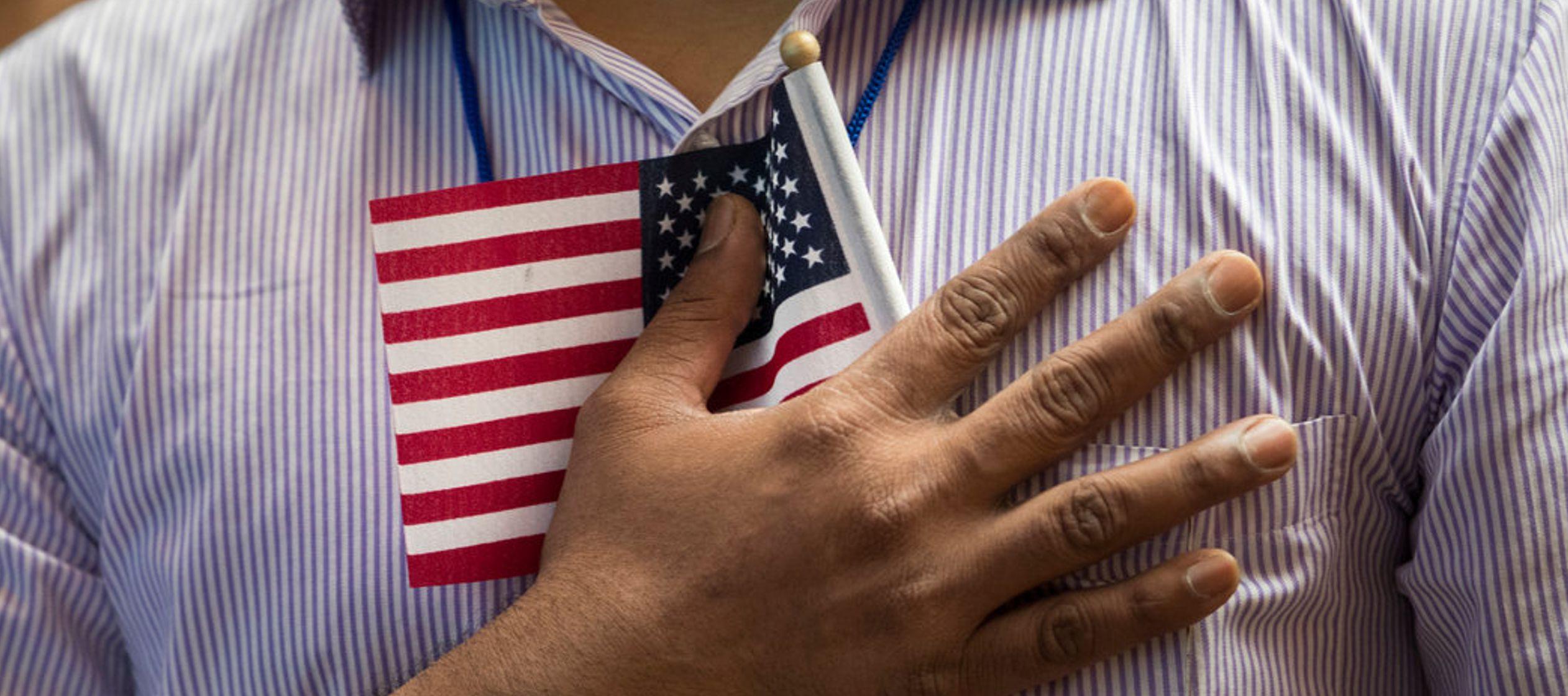 """Una """"carga pública"""" es alguien a quien Estados Unidos considera que tiene grandes..."""