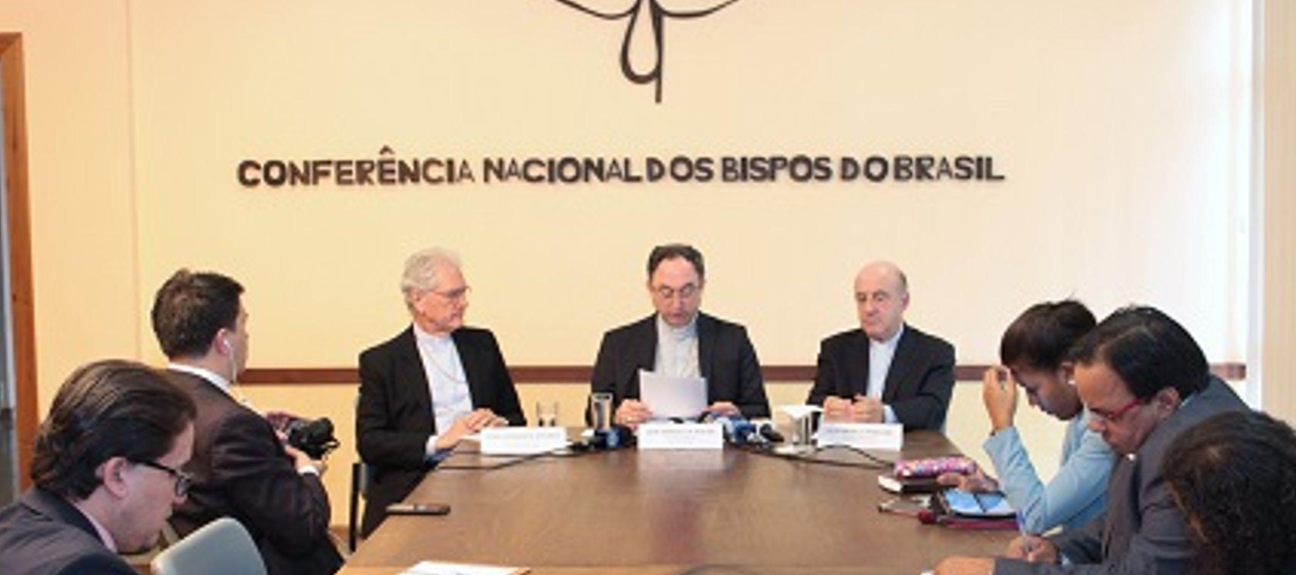 El secretario general de la Conferencia, frei Leonardo Steinberg, conversó sobre la...
