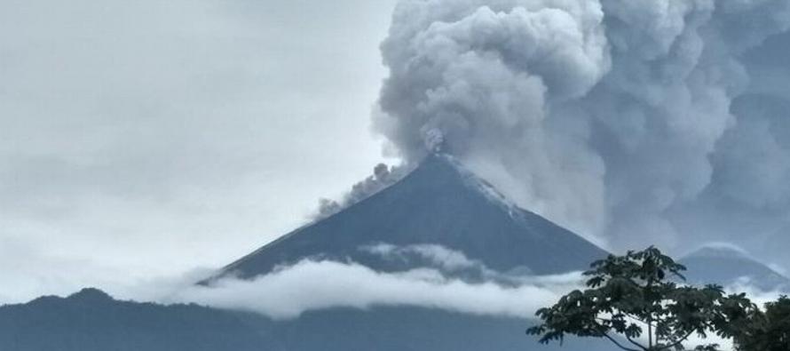 Esta es la tercera erupción en lo que va del año del coloso ubicado a unos 30...