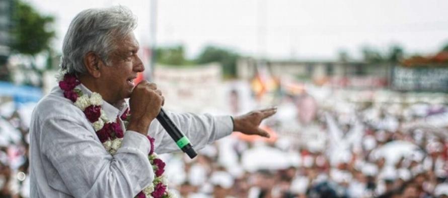 López Obrador llegará al aeropuerto internacional de Cancún, donde será...
