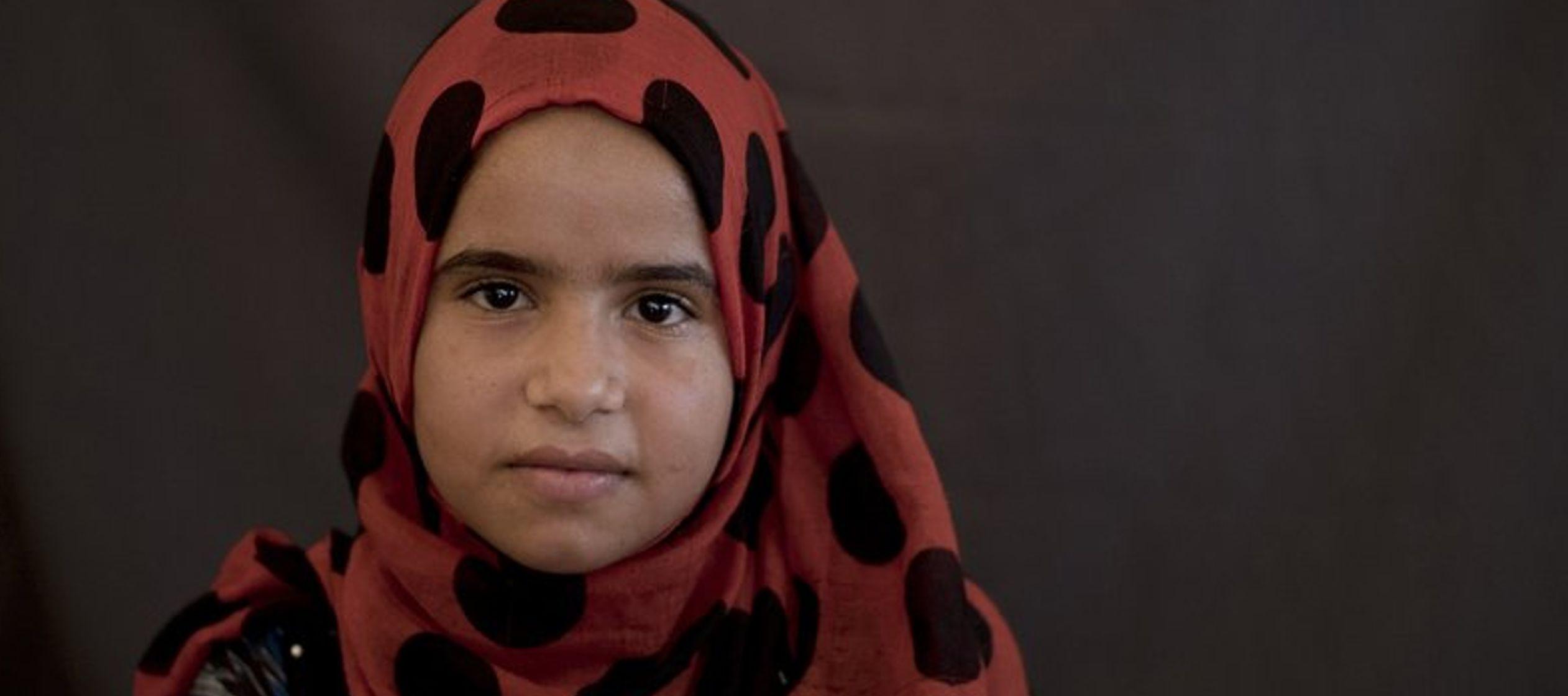 """""""Estoy cansada"""", dice Dawlat, una pequeña niña de 12 años, de rostro..."""