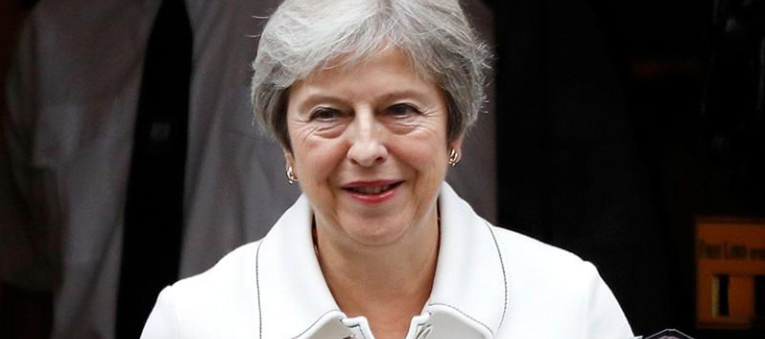 Tusk afirmó que había invitado a May a hablar con sus 27 pares de la UE sobre el...