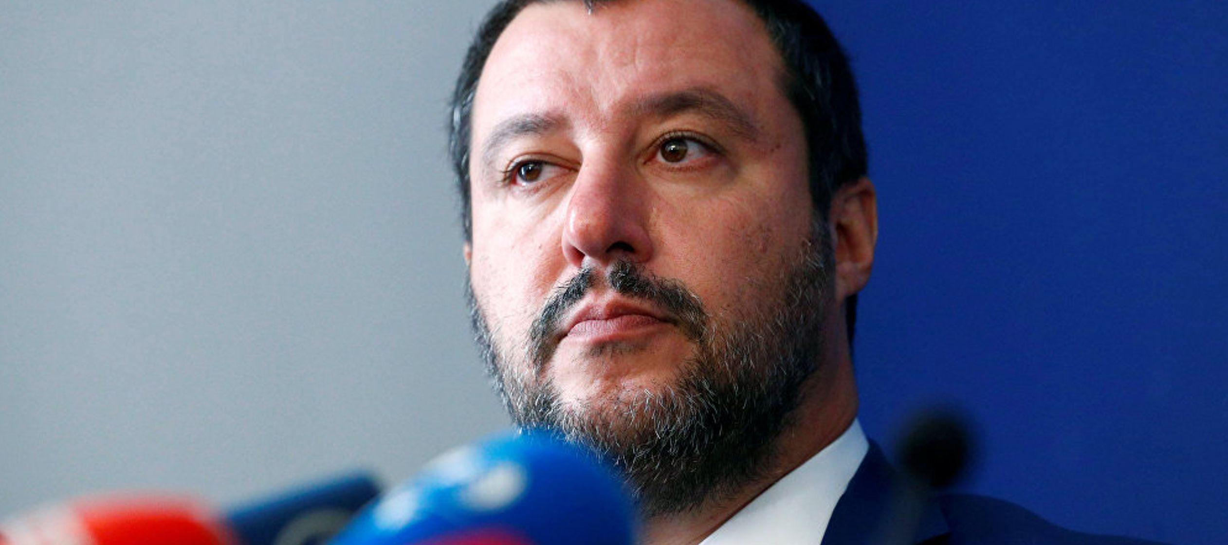 Al tratar los temas de política internacional, el ministro del Interior comentó las...
