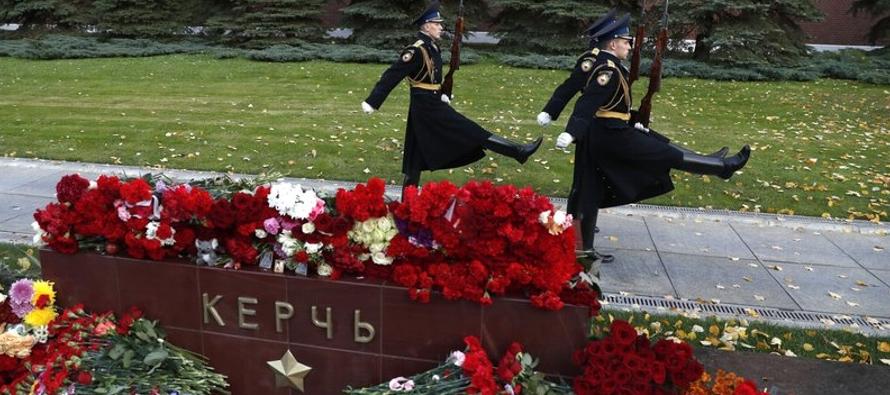 El ataque de Kerch fue por mucho el más mortal perpetrado por un estudiante en Rusia, lo que...