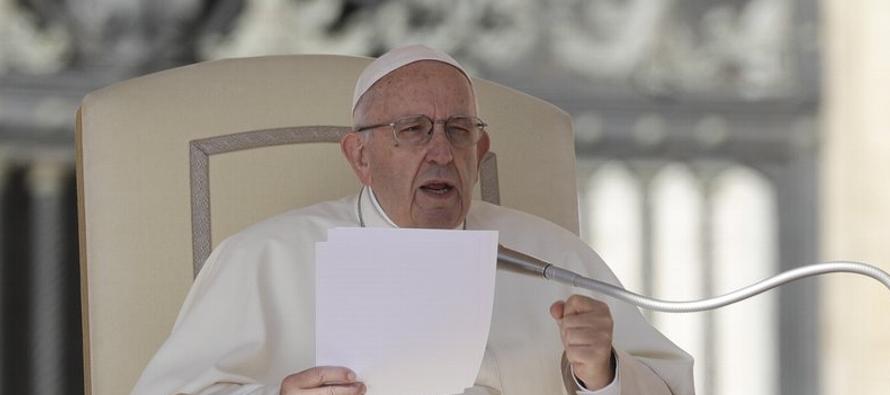 El arzobispo Carlo María Vigano lanzó una tercera ofensiva en su campaña de...
