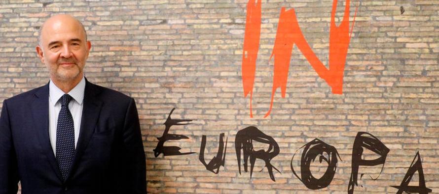 Moscovici dice que la UE no quiere una crisis con Italia, espera respuestas sobre presupuestos