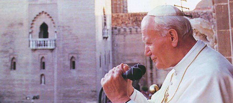 Karol Józef Wojtyła, aclamado pontífice Juan Pablo II, conmovió al...