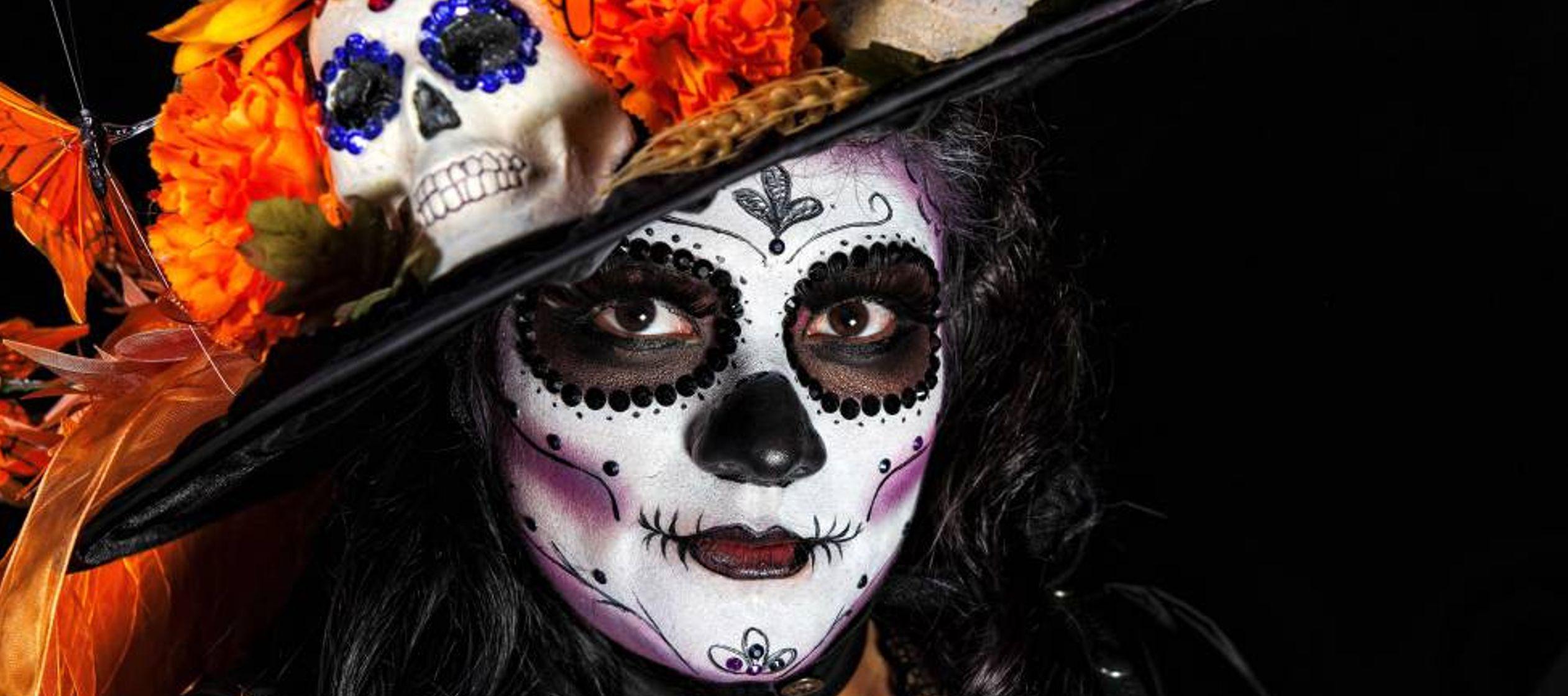Las coloristas imágenes que cada año regalan los desfiles del Día de Muertos...